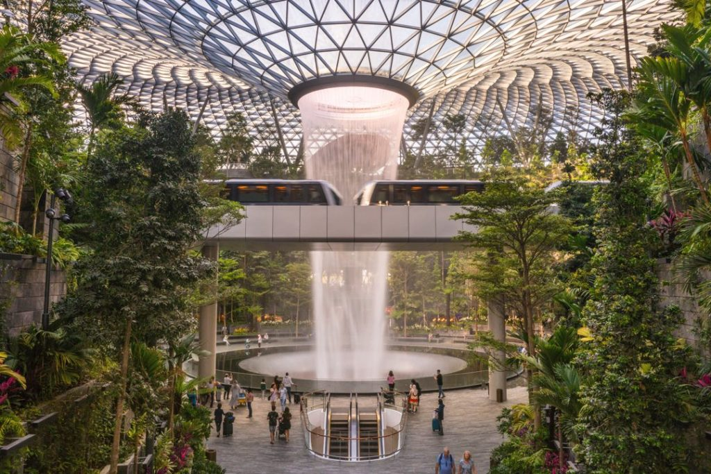 Jewel:                                          La selva tropical artificial más lujosa del mundo