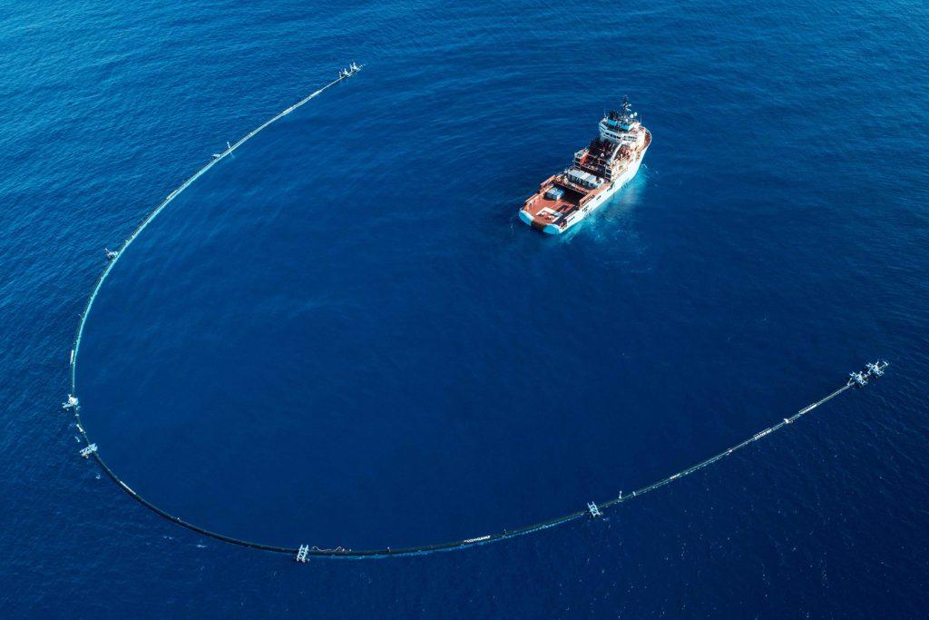 Ocean Cleanup:                                             Pac Man gigante para limpiar los océanos
