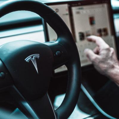 Tesla Dating                                     La app de citas de propietarios de Tesla