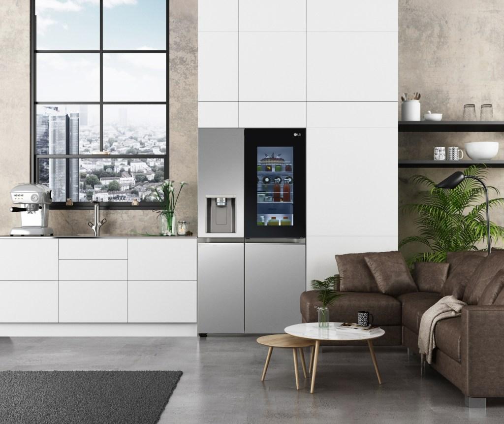 LG Instaview Door-In-Door está diseñado para que tengas una vista de todo lo que hay dentro sin tener que abrir la puerta.