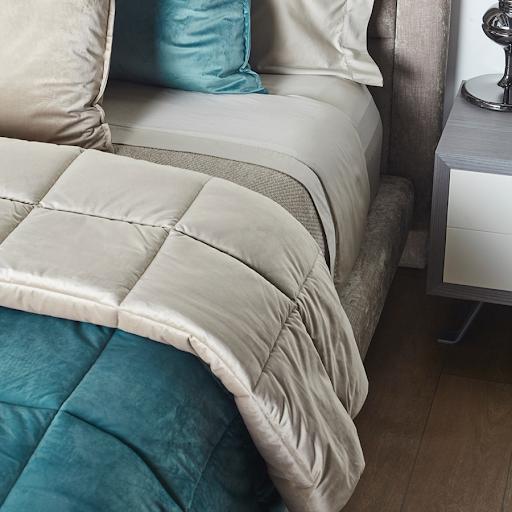 Por sus exquisitos diseños, materiales de la más alta calidad y confección cuidada hasta el último detalle Iló se ha convertido en la marca de muebles, blancos y accesorios para el hogar más exclusiva y completa de México.
